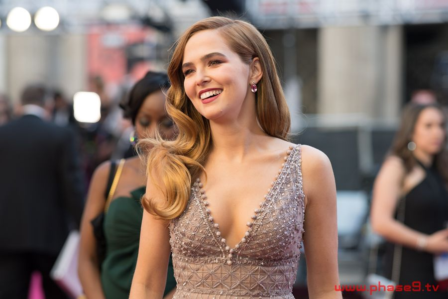 90th oscars 01 - Zoey Deutch