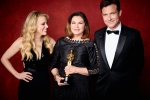 """Colleen Atwood poses backstage with the Oscar for Achievement in costume design, for work on """"Fantastic Beasts and Where to Find Them"""" with Kate Mckinnon and Jason"""