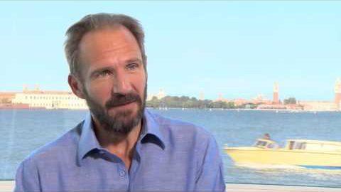 A BIGGER SPLASH Featurette: Ralph Fiennes
