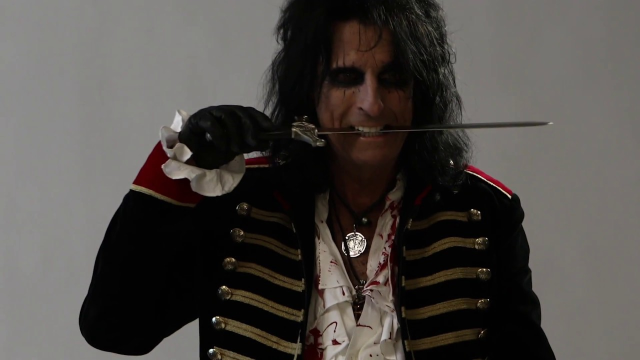 "Alice Cooper – Behind the Scenes of a ""Paranormal"" Photo Shoot"